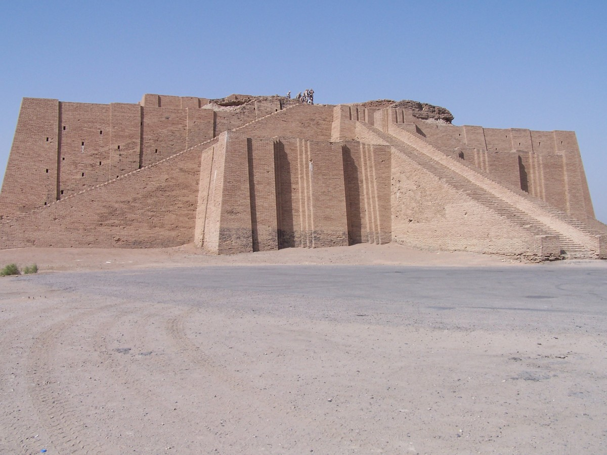Ancient_ziggurat_at_ali_air_base_ir